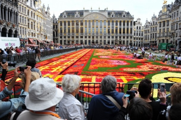 Brüksel'de çiçekten Türk halısı 6