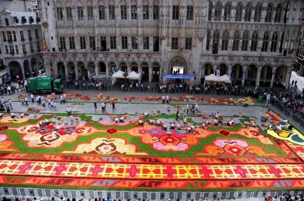 Brüksel'de çiçekten Türk halısı 7