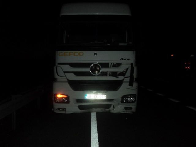 Konya'da kamyonla otomobil çarpıştı: 1 ölü, 3 yaralı 3