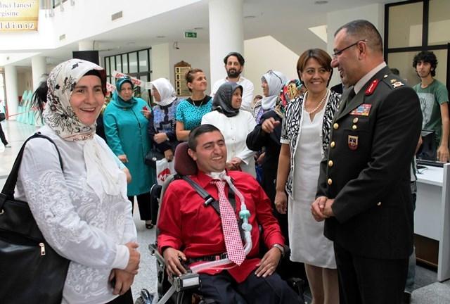 """ENGELLİ EMRAH'TAN """"GÖNLE DÜŞEN İNCİ TANESİ"""" SERGİSİ 3"""