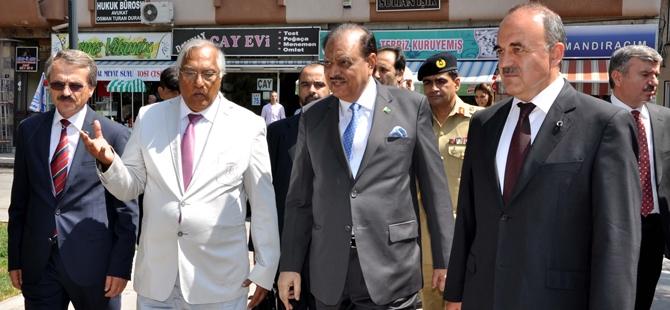 Pakistan Cumhurbaşkanı Hüseyin, Konya'da 1