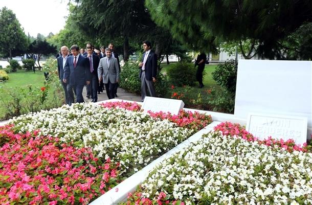 Davutoğlu Erbakan'ı ziyaret etti 9