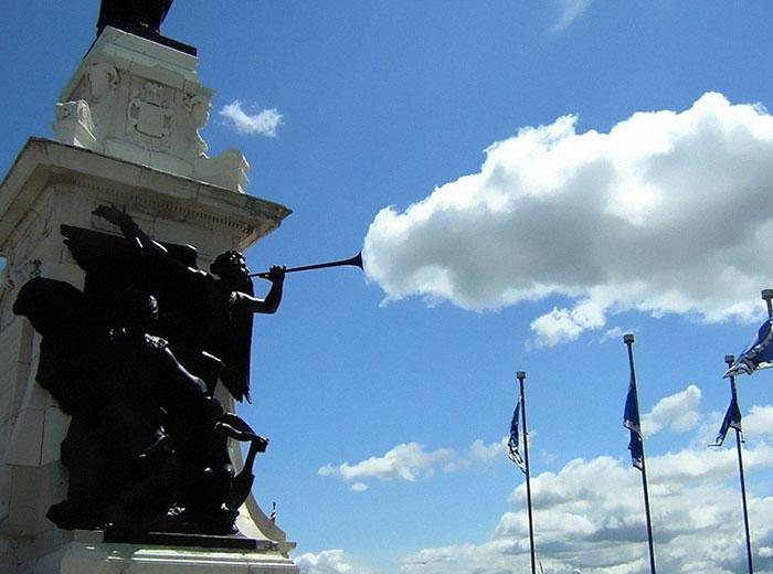 Perspektif Oyunlarına Bulutları da Alet Eden Kareler 9