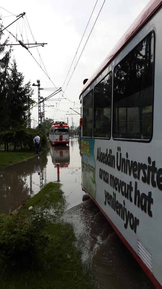 Konya'da yağış tramvay ulaşımını olumsuz etkiledi 7