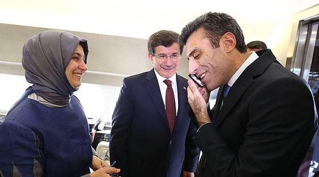 Başbakan Davutoğlu'nun rehinelerle kavuşma anı 1