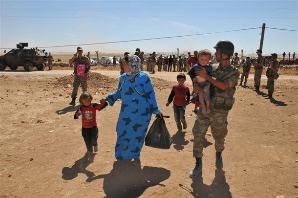 Mehmetçik Suriyelilerin yardımına koştu 1