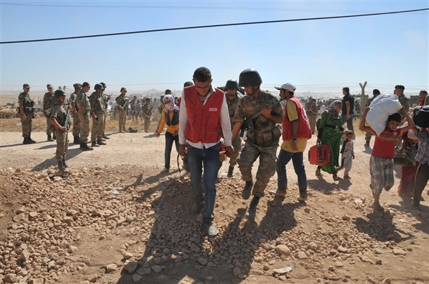 Mehmetçik Suriyelilerin yardımına koştu 10