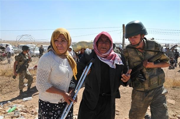 Mehmetçik Suriyelilerin yardımına koştu 11