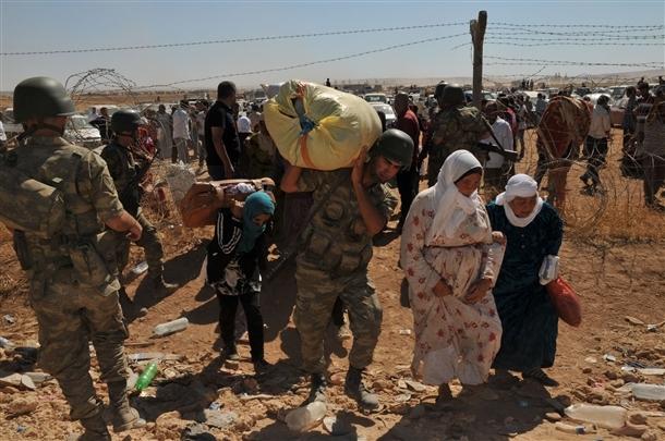 Mehmetçik Suriyelilerin yardımına koştu 12