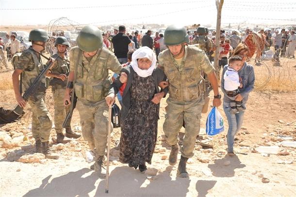 Mehmetçik Suriyelilerin yardımına koştu 13