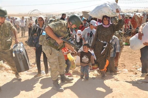 Mehmetçik Suriyelilerin yardımına koştu 15