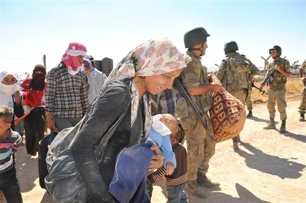 Mehmetçik Suriyelilerin yardımına koştu 16