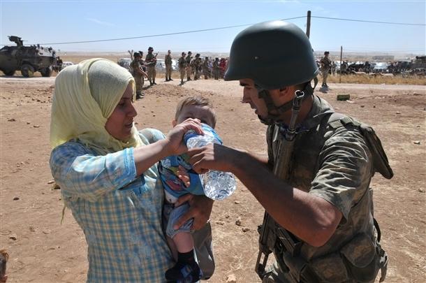 Mehmetçik Suriyelilerin yardımına koştu 17