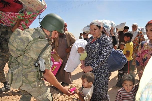 Mehmetçik Suriyelilerin yardımına koştu 18
