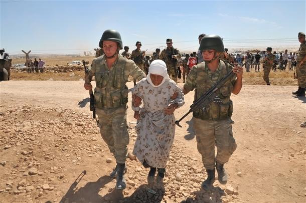 Mehmetçik Suriyelilerin yardımına koştu 2