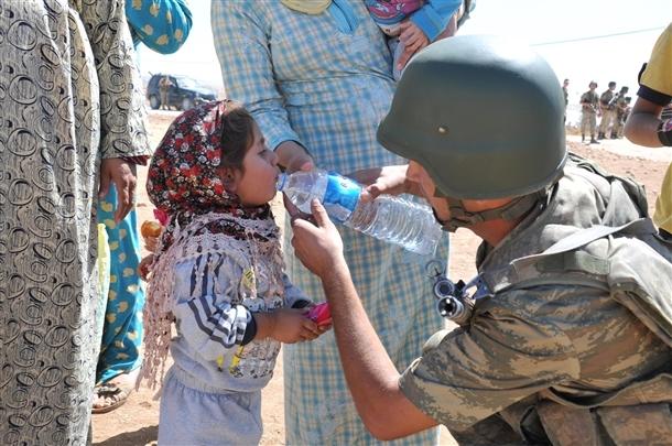 Mehmetçik Suriyelilerin yardımına koştu 22
