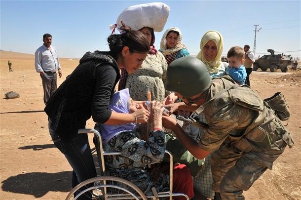 Mehmetçik Suriyelilerin yardımına koştu 23