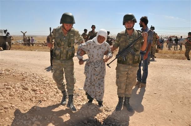 Mehmetçik Suriyelilerin yardımına koştu 4