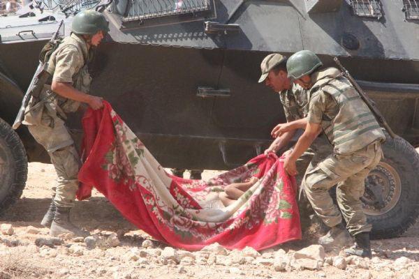 Mehmetçik Suriyelilerin yardımına koştu 5