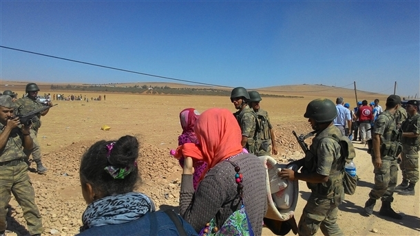 Mehmetçik Suriyelilerin yardımına koştu 6
