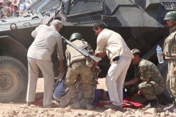 Mehmetçik Suriyelilerin yardımına koştu 7