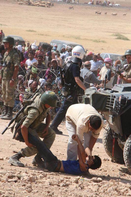 Mehmetçik Suriyelilerin yardımına koştu 8