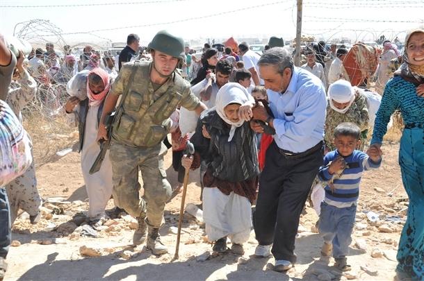 Mehmetçik Suriyelilerin yardımına koştu 9