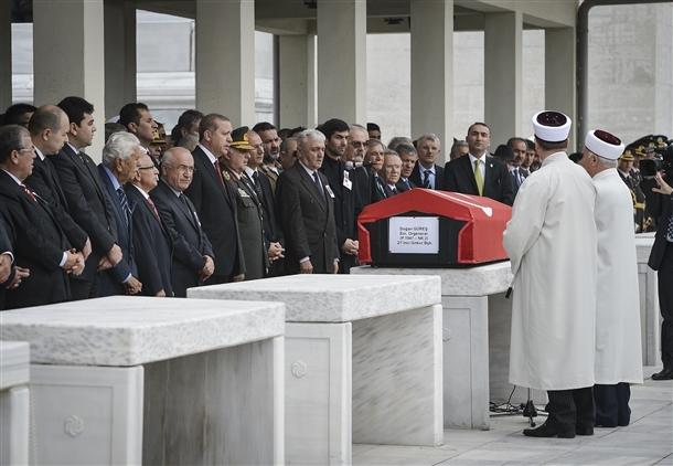 Güreş'in cenazesinde dikkat çeken ayrıntı 3