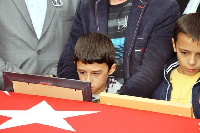 Şehit Ramazan Gülle'yi son yolcuğuna uğurlandı 7