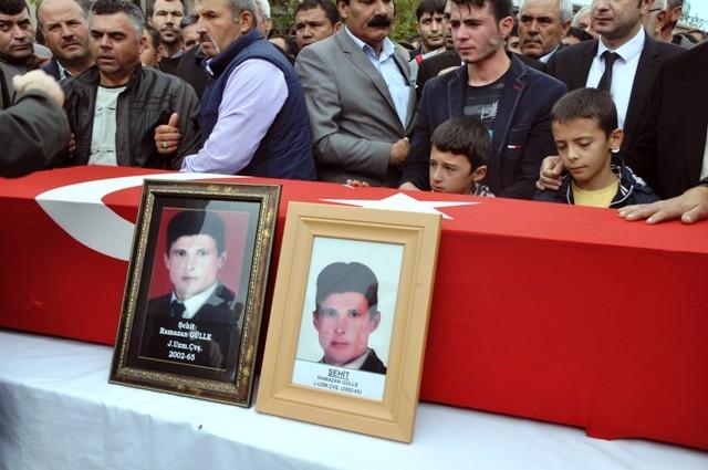 Şehit Ramazan Gülle'yi son yolcuğuna uğurlandı 9