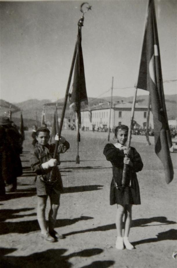 Cumhuriyetin izleri tarihi okulun arşivinde çıktı 10