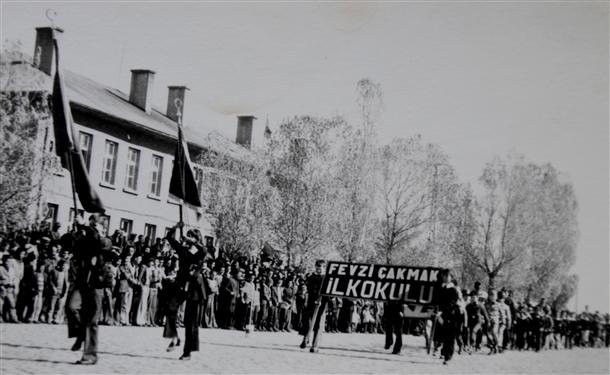 Cumhuriyetin izleri tarihi okulun arşivinde çıktı 12