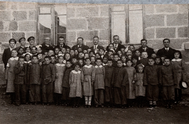 Cumhuriyetin izleri tarihi okulun arşivinde çıktı 8