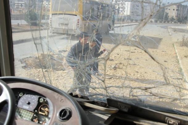 """Esed güçleri Halep'i """"varil bombasıyla"""" vuruyor 1"""