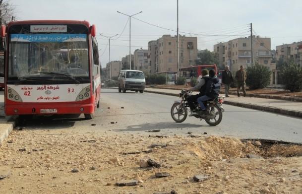 """Esed güçleri Halep'i """"varil bombasıyla"""" vuruyor 10"""
