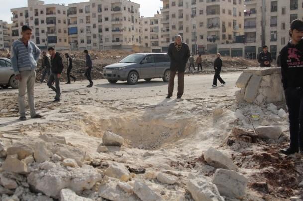"""Esed güçleri Halep'i """"varil bombasıyla"""" vuruyor 17"""