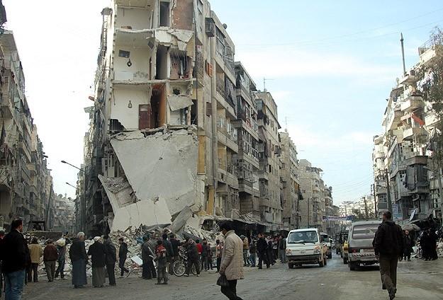 """Esed güçleri Halep'i """"varil bombasıyla"""" vuruyor 18"""