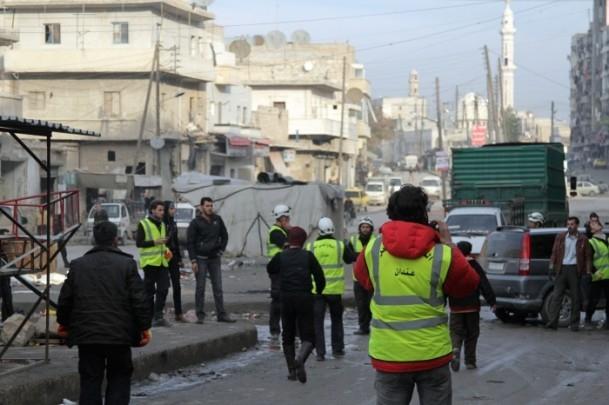 """Esed güçleri Halep'i """"varil bombasıyla"""" vuruyor 3"""