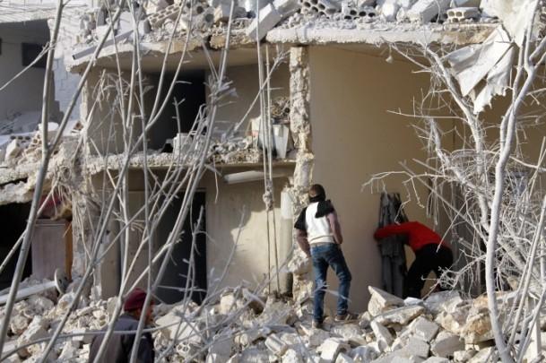 """Esed güçleri Halep'i """"varil bombasıyla"""" vuruyor 4"""