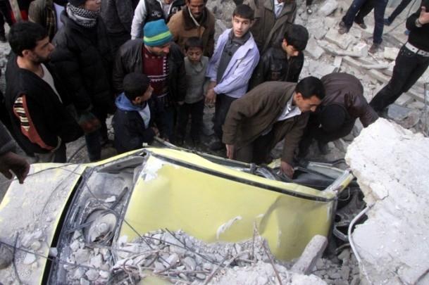 """Esed güçleri Halep'i """"varil bombasıyla"""" vuruyor 5"""