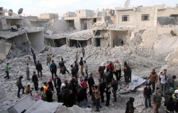 """Esed güçleri Halep'i """"varil bombasıyla"""" vuruyor 7"""