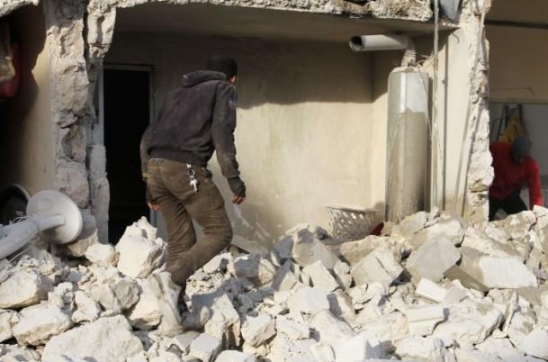 """Esed güçleri Halep'i """"varil bombasıyla"""" vuruyor 9"""