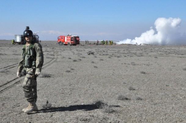 Konya'da askeri uçak düştü! 5