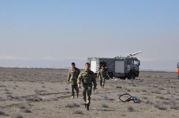 Konya'da askeri uçak düştü! 7