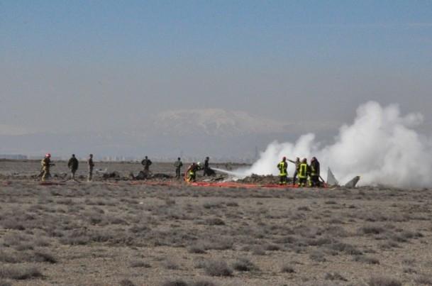 Konya'da askeri uçak düştü! 9