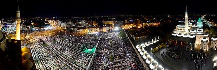Konyalı Kadir Gecesi'nde Mevlana Meydanı'na akın etti 1