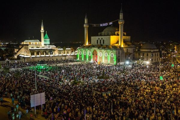 Konyalı Kadir Gecesi'nde Mevlana Meydanı'na akın etti 11