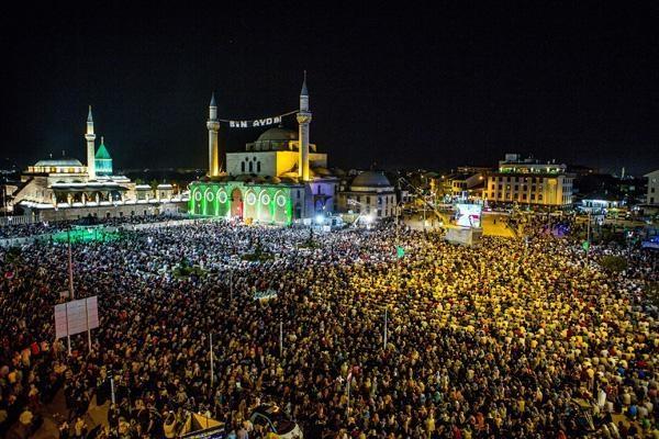 Konyalı Kadir Gecesi'nde Mevlana Meydanı'na akın etti 12