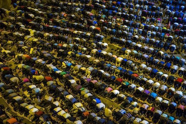 Konyalı Kadir Gecesi'nde Mevlana Meydanı'na akın etti 16