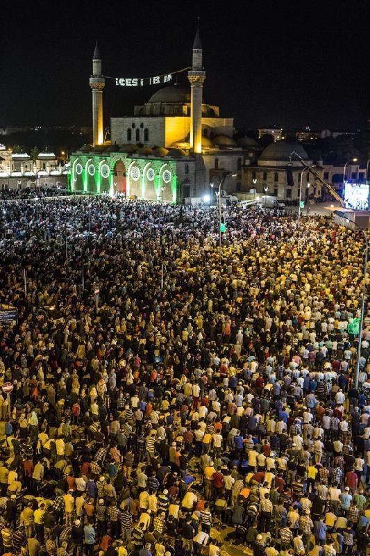 Konyalı Kadir Gecesi'nde Mevlana Meydanı'na akın etti 17
